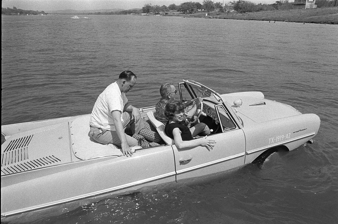 Amphicar4 the amphicar 770 car boat = major fun bestride amphicar wiring diagram at alyssarenee.co