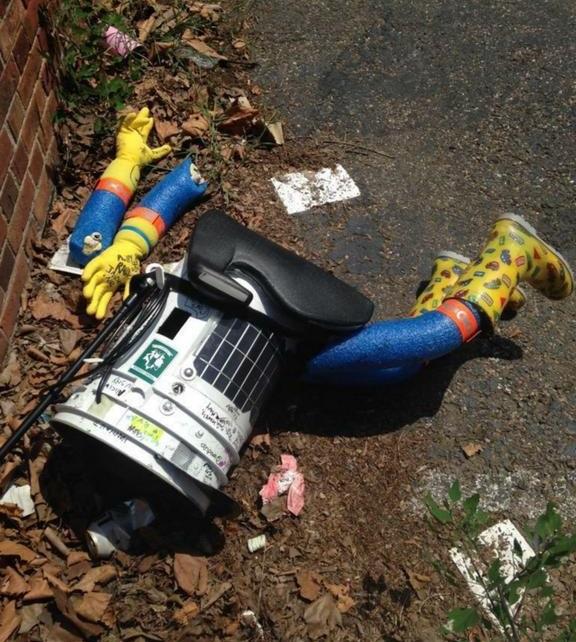 Hitchbot dead andreaWBZ @Andreawbz crop