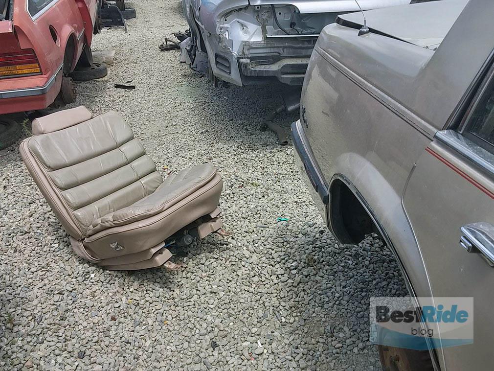 junkyard_buick_oldsmobile_luxury_1-15