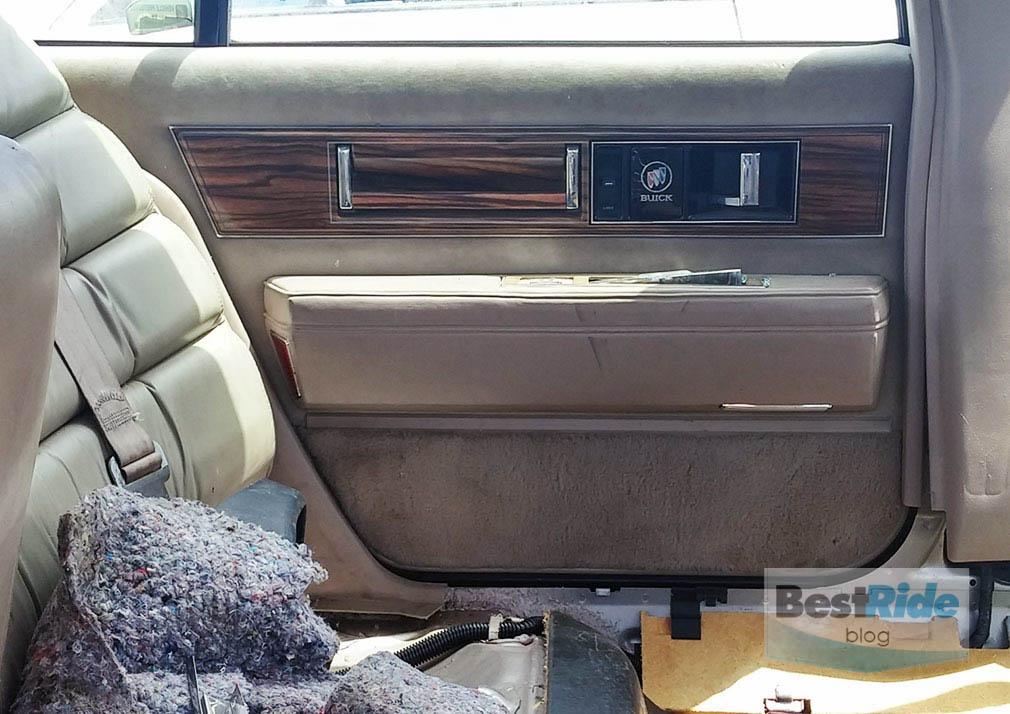 junkyard_buick_oldsmobile_luxury_1-17