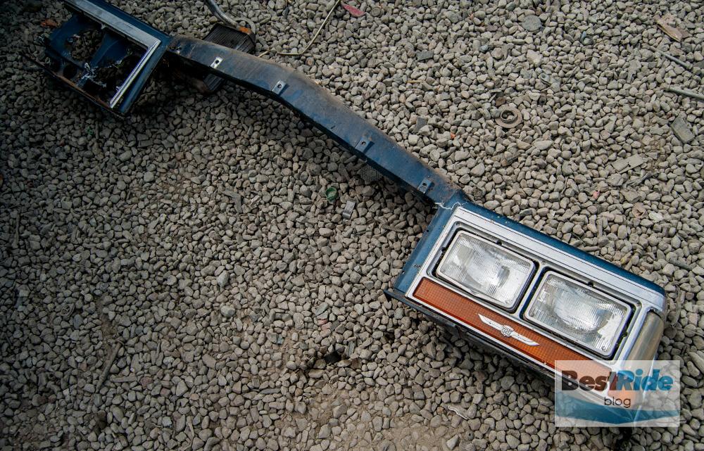 junkyard_cadillac_fleetwood_limousine_1987_1-2