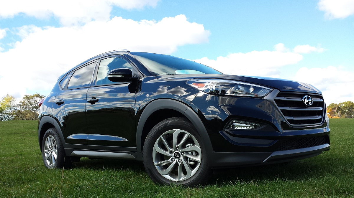 review 2016 hyundai tucson eco awd could 39 ve been a contender bestride. Black Bedroom Furniture Sets. Home Design Ideas