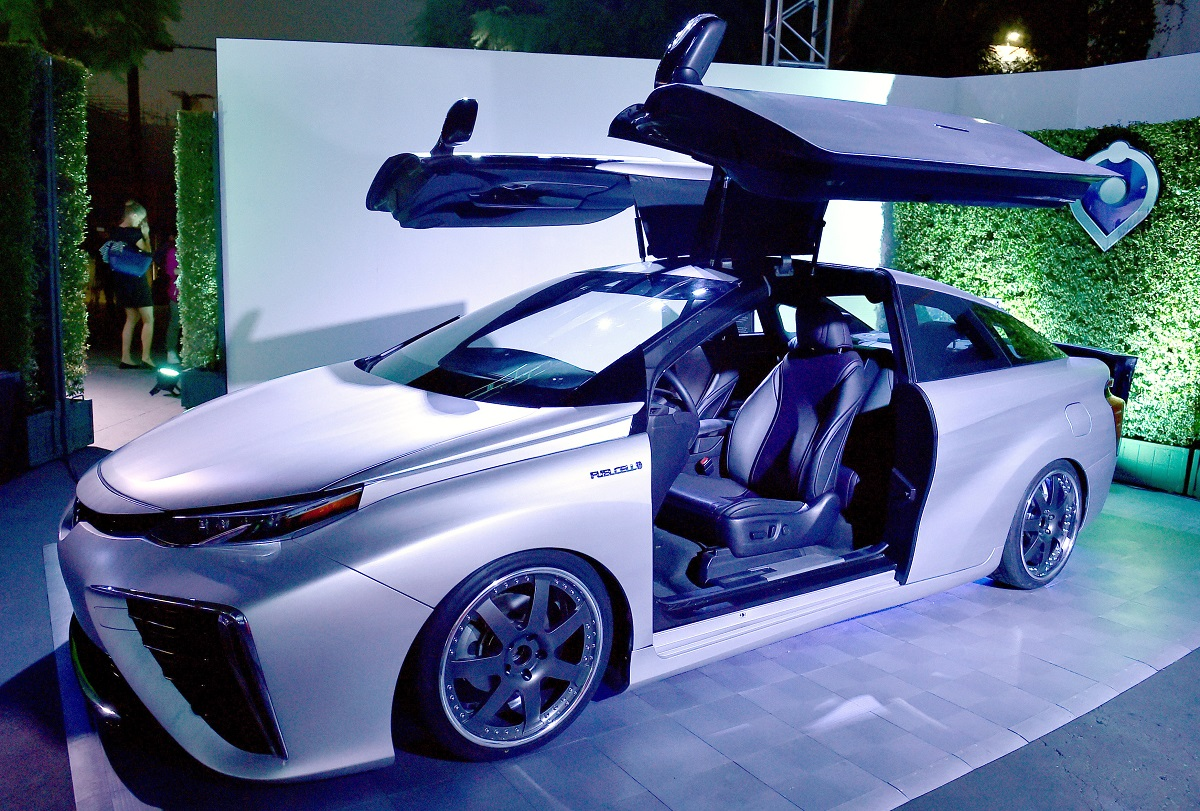 video forget that delorean back to the future day is here with the toyota mirai bestride. Black Bedroom Furniture Sets. Home Design Ideas