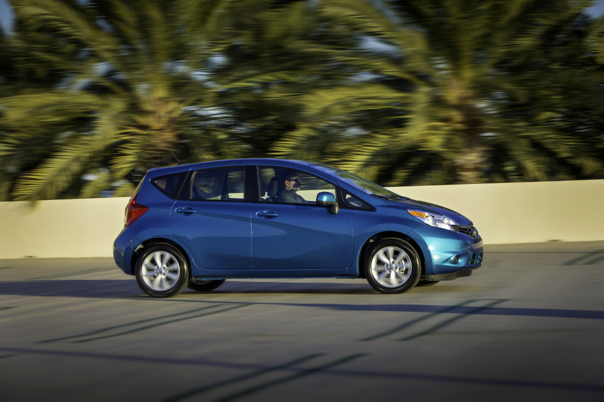 review rethinking the nissan versa note bestride. Black Bedroom Furniture Sets. Home Design Ideas