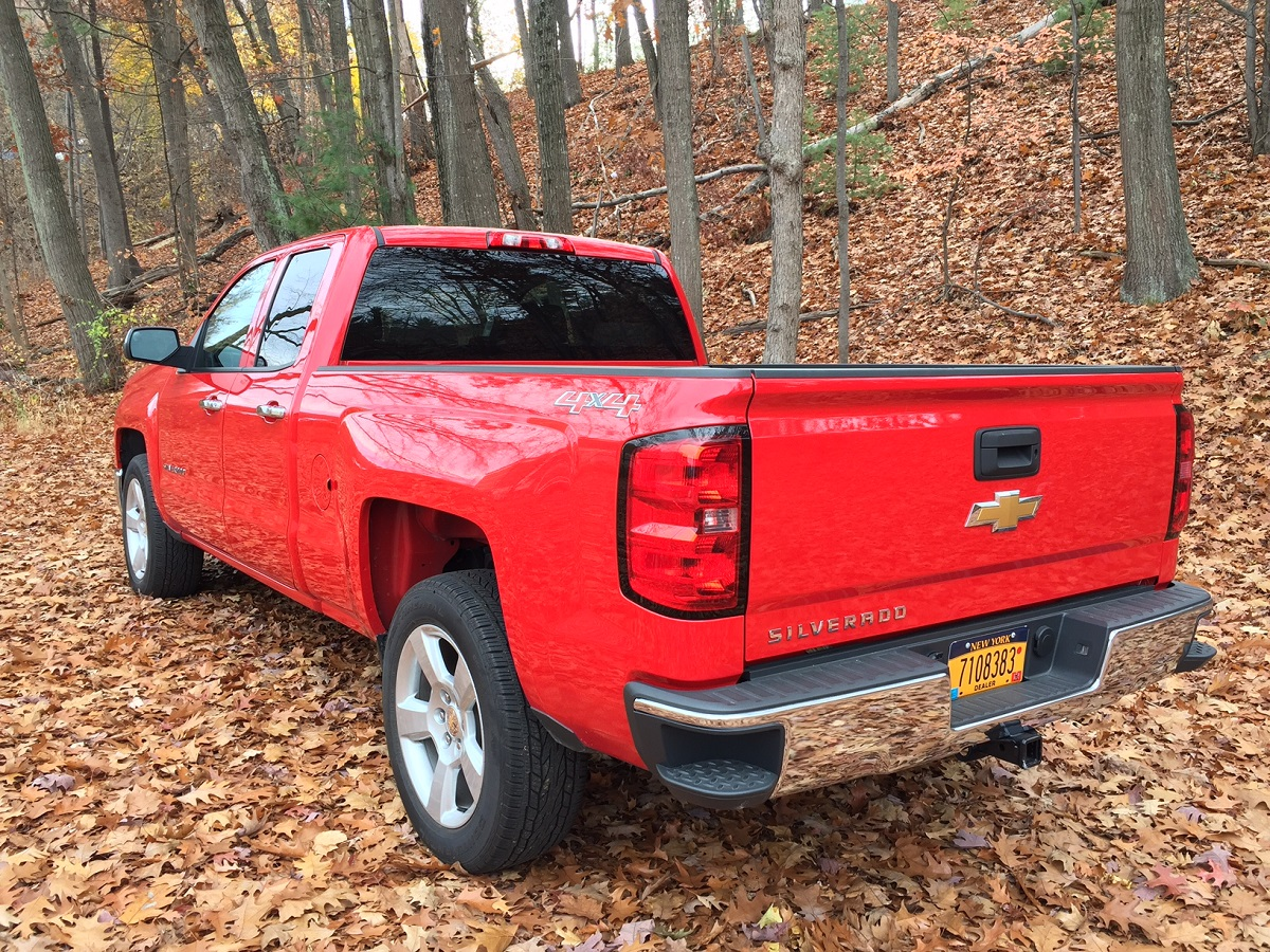 review 2015 chevrolet silverado 1500 ls is the truck you need without the fuss bestride. Black Bedroom Furniture Sets. Home Design Ideas