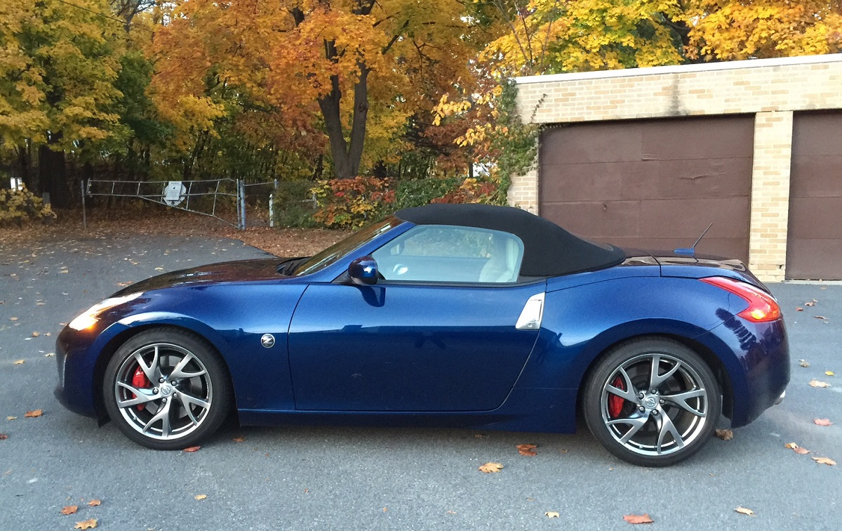 review 2016 nissan 370z roadster is all out fun on the road bestride. Black Bedroom Furniture Sets. Home Design Ideas