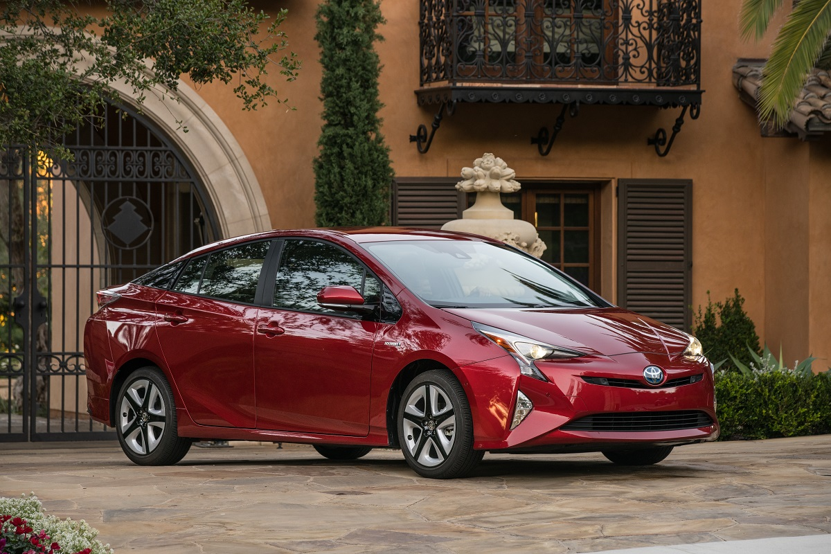 BUYER\'S GUIDE: Should You Buy A Hybrid Or Electric Vehicle? | BestRide