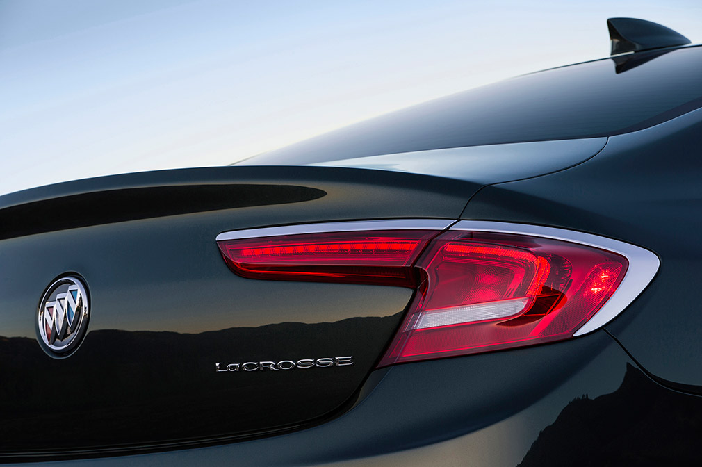 2017-Buick-LaCrosse-008