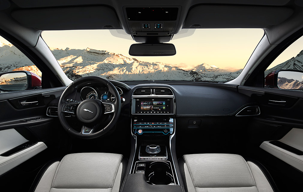 JAGUAR_XE_AWD_Location_Interior