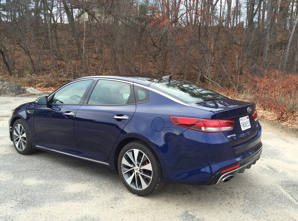 review 2016 kia optima has less power but a better interior bestride. Black Bedroom Furniture Sets. Home Design Ideas