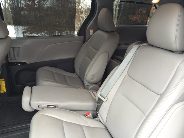 2015 Toyota Sienna XLE Second Row