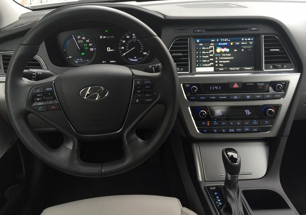 2016 Hyundai Sonata Hybrid Plug-In Dash