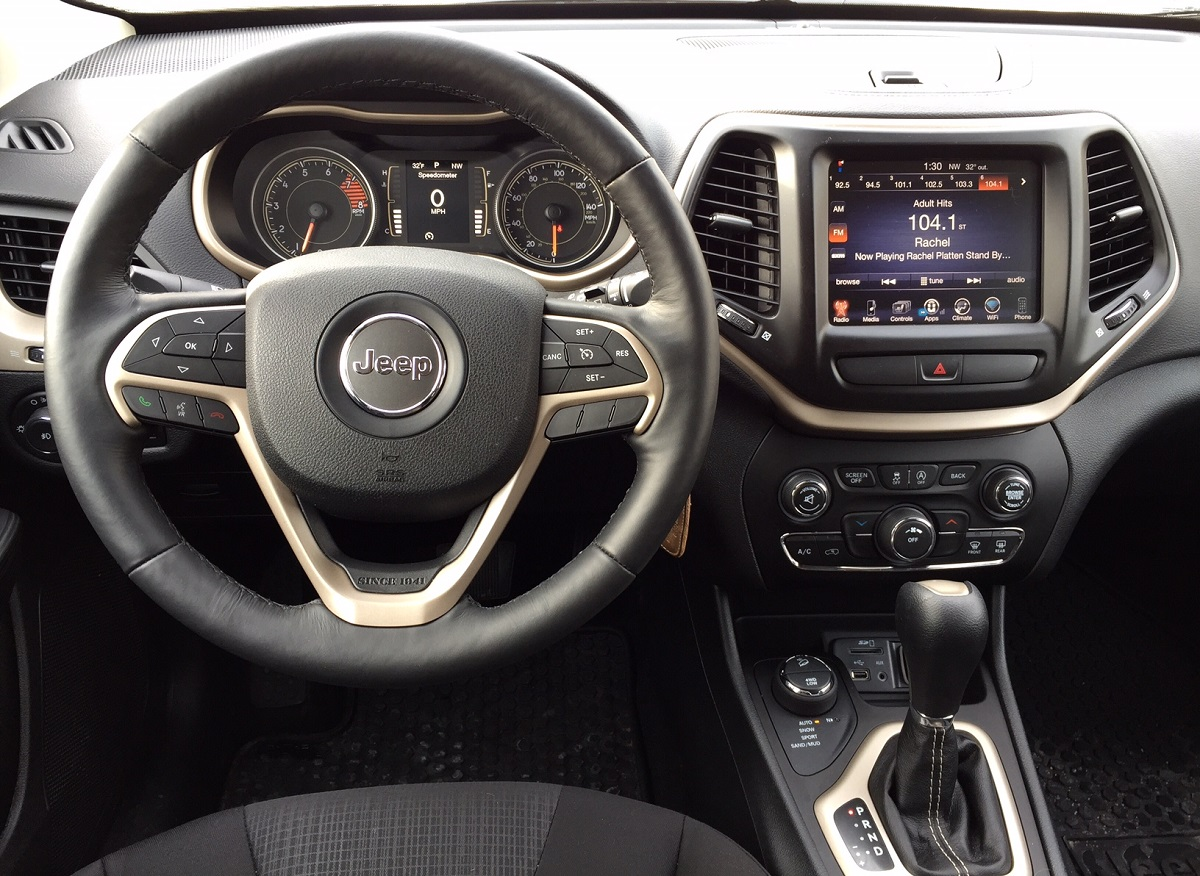 2016 Jeep Cherokee Latitude Dash