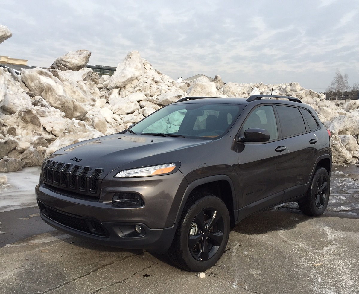 review 2016 jeep cherokee latitude delivers affordable capability and comfort bestride. Black Bedroom Furniture Sets. Home Design Ideas