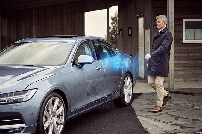 Volvo S90 Using Phone as Key