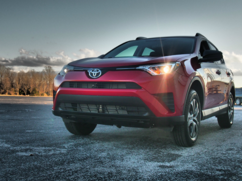 2016 Toyota RAV4 LE Photo Shoot 001