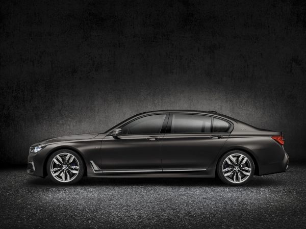 2017 BMW M760i xDrive Press Photo