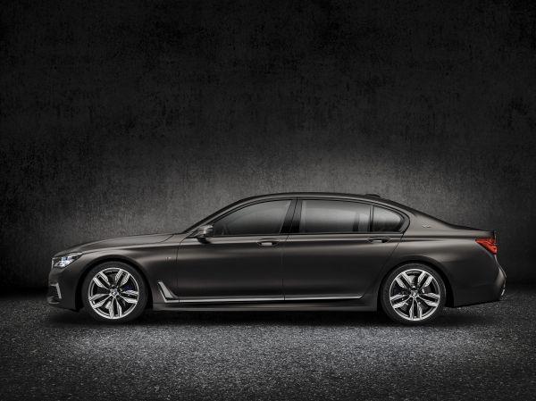 2017 BMW M760i xDrive Press Photo