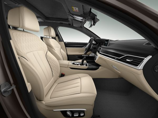 2017 BMW M760i xDrive Interior Front Seats