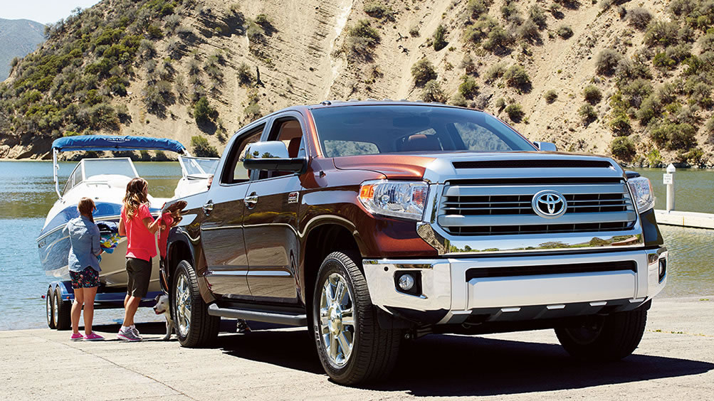 2014-Toyota-Tundra-Towing-Boat