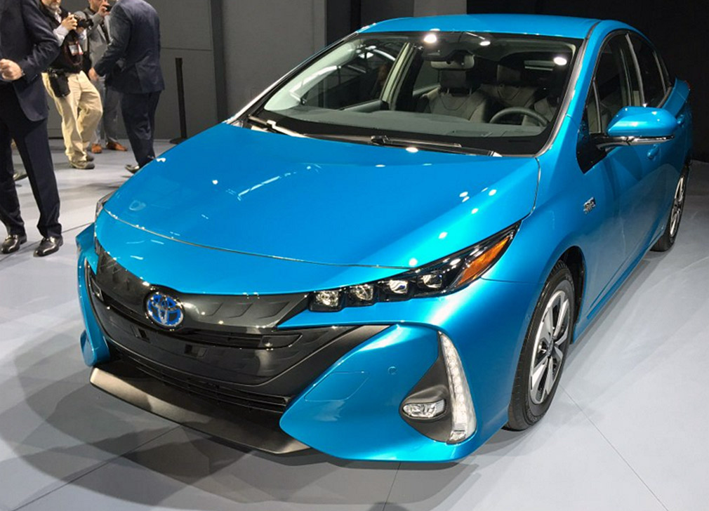 2016 new york auto show 2017 toyota prius prime bestride. Black Bedroom Furniture Sets. Home Design Ideas