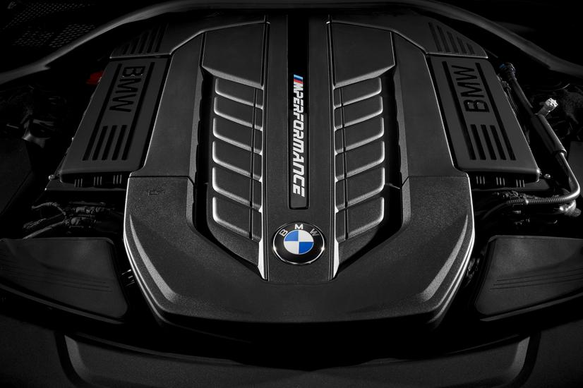 BMW M760i xDrive Engine