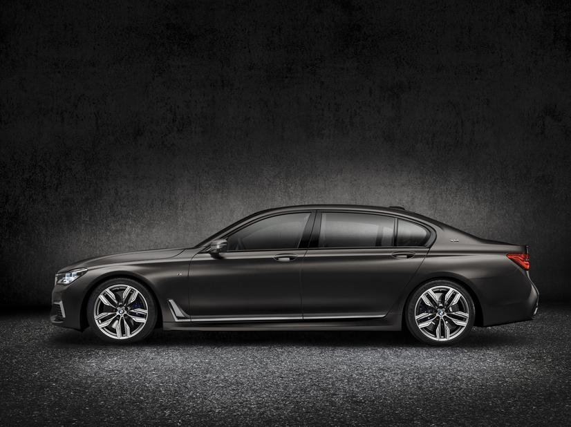 BMW M760i xDrive Profile