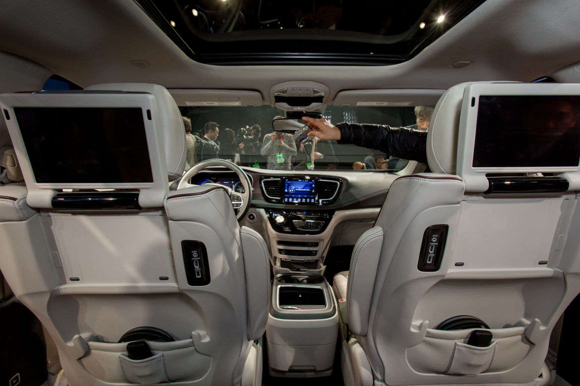 Chrysler Pacifica Uconnect Theater