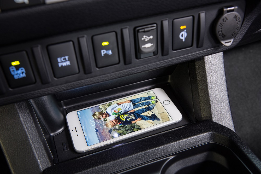 Magnetic iphone car mount charger 2