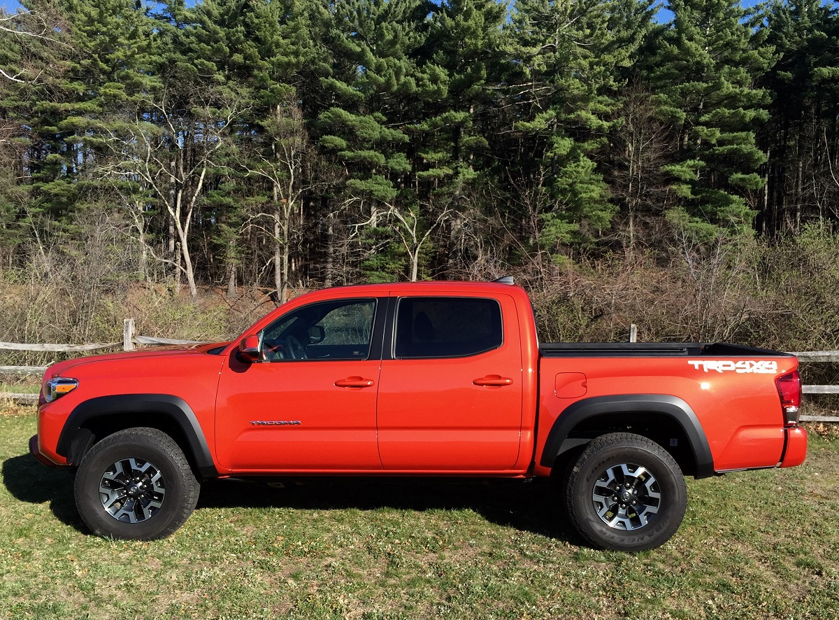 review 2016 toyota tacoma trd off road is ready to get dirty bestride. Black Bedroom Furniture Sets. Home Design Ideas
