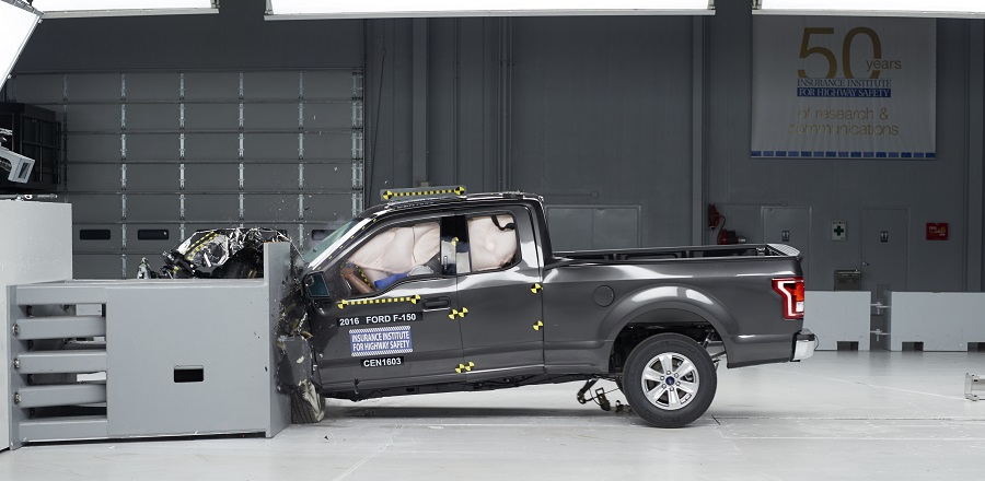 IIHS Ford F-150 crash test 16
