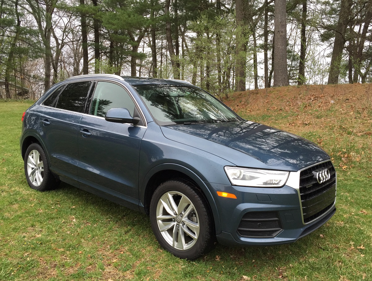 review 2016 audi q3 premium plus with quattro all wheel drive sporty compact crossover bestride. Black Bedroom Furniture Sets. Home Design Ideas