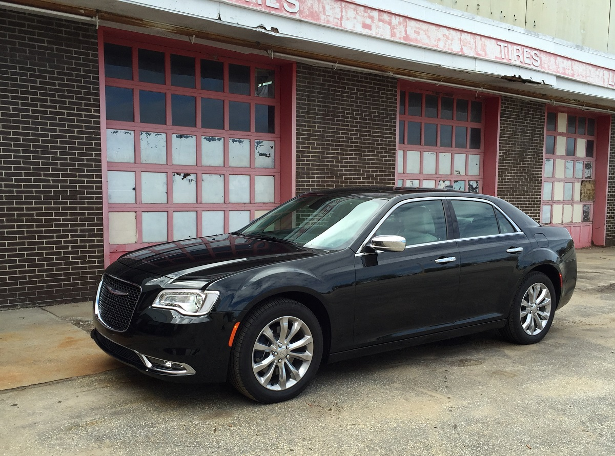 2016 Chrysler 300c Front Quarter