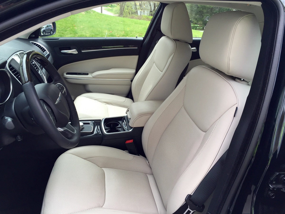 2016 Chrysler 300C Front Seats