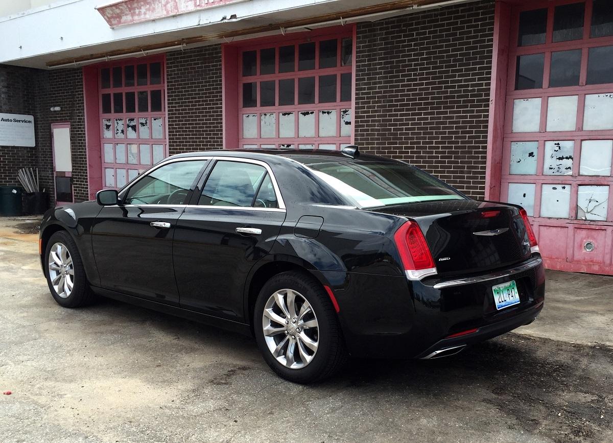 2016 Chrysler 300C Rear Quarter