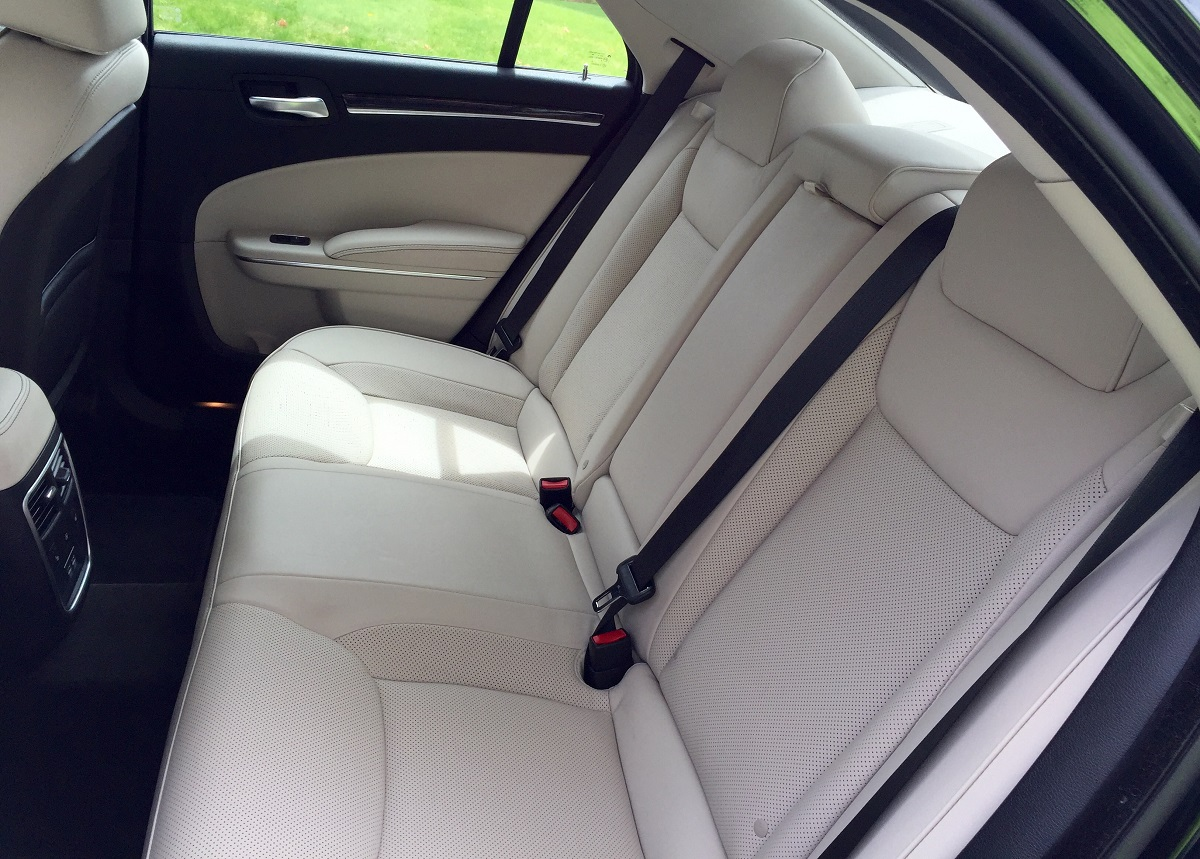 2016 Chrysler 300C Rear Seats