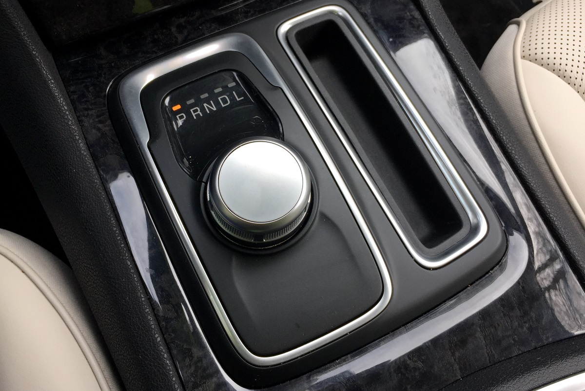 2016 Chrysler 300C Shifter