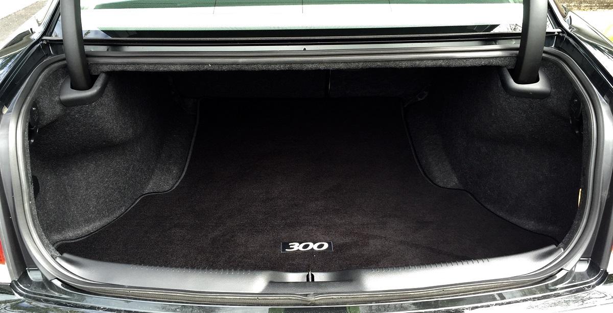 2016 Chrysler 300C Trunk