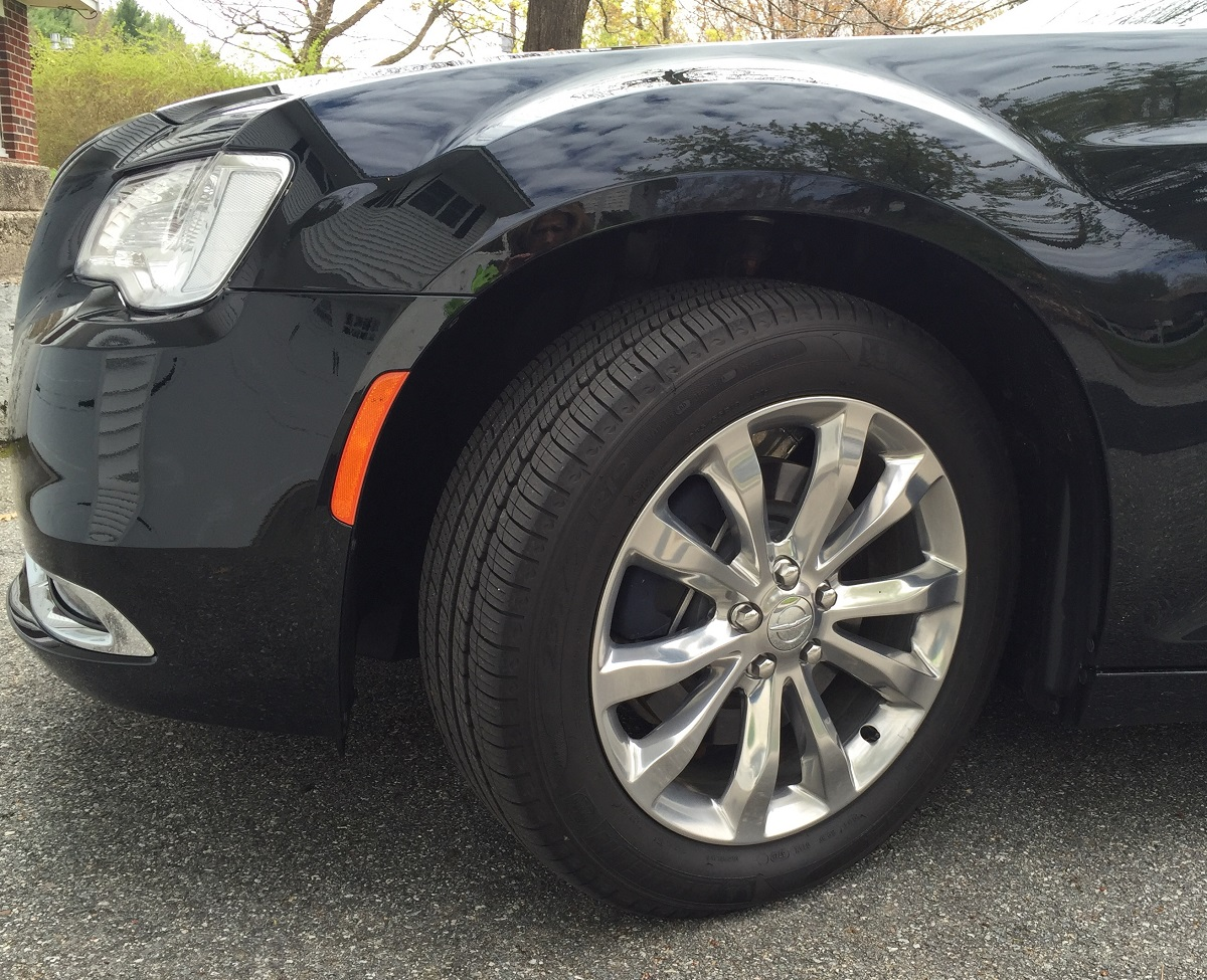 2016 Chrysler 300C Wheel