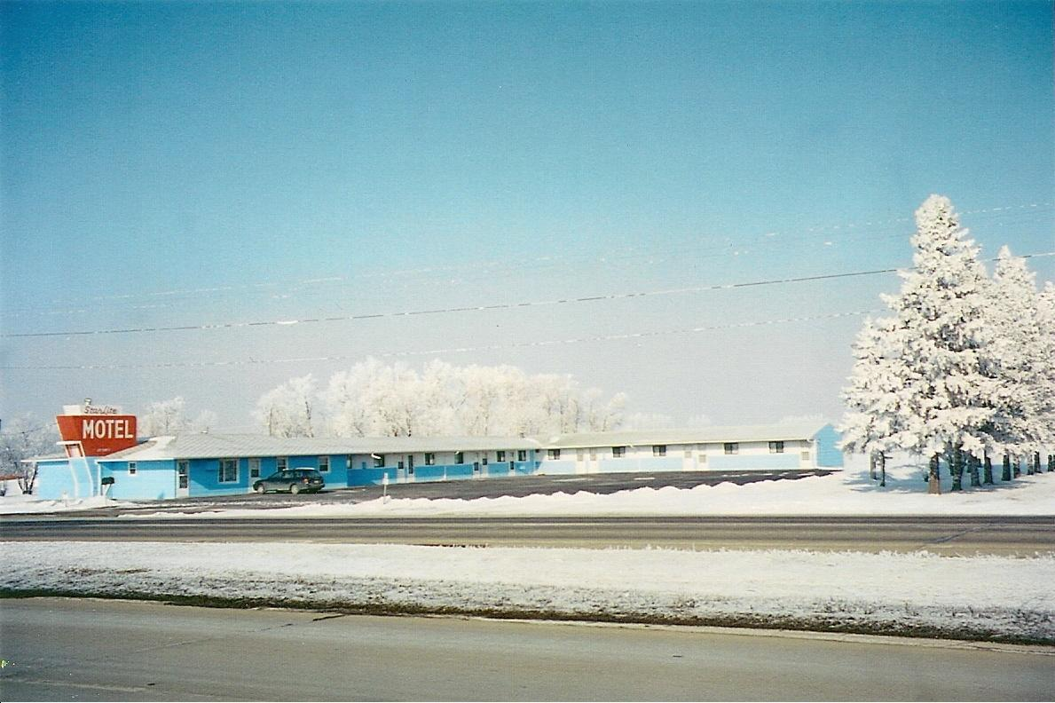 Star_Lite_Motel_in_Dilworth,_Minnesota,_USA._Winter_view