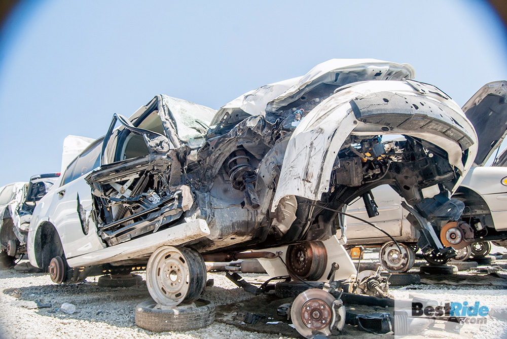 saturn_ion_junkyard_exterior_crash