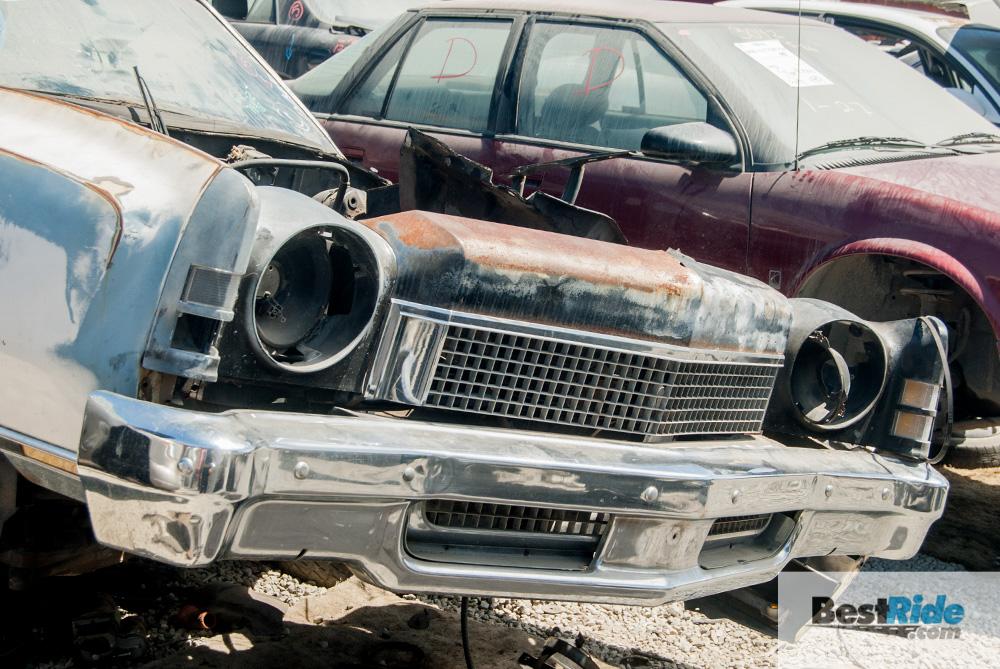 chevrolet_monte_carlo_1973_junkyard-10