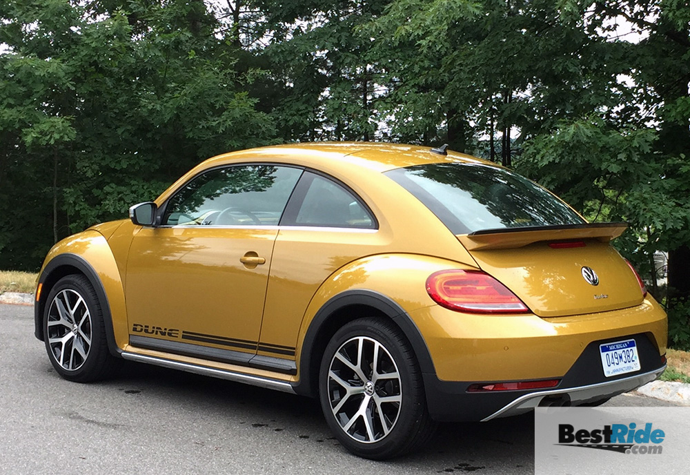 review 2016 volkswagen beetle dune iconic sporty and fun bestride. Black Bedroom Furniture Sets. Home Design Ideas