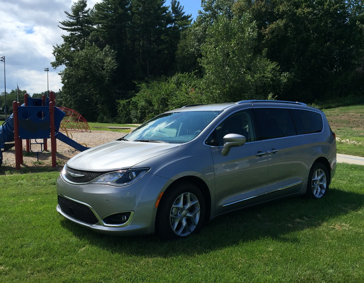 review 2017 chrysler pacifica bringing back the minivan bestride. Black Bedroom Furniture Sets. Home Design Ideas