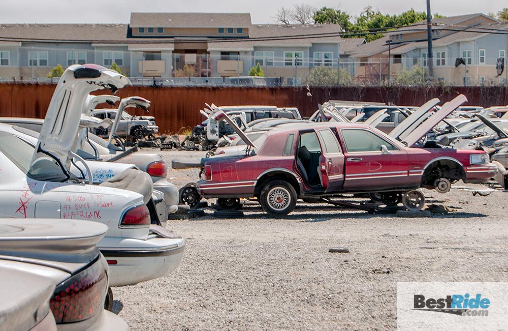 lincoln_town_car_junkyard