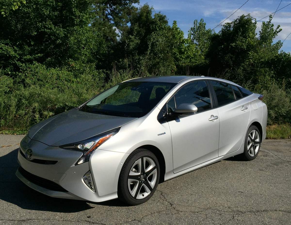 blog post comparison 2016 toyota prius still leads the hybrid pack car talk. Black Bedroom Furniture Sets. Home Design Ideas