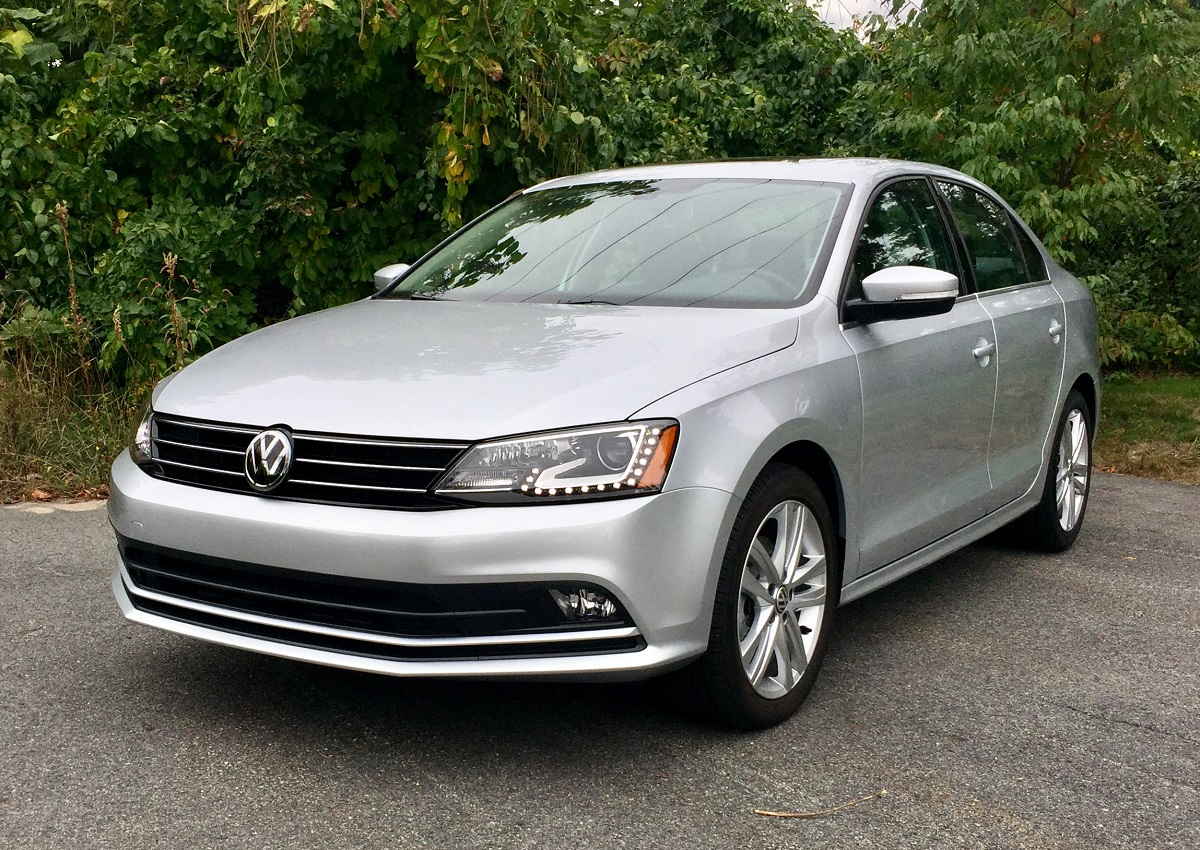 comparison 2016 volkswagen jetta a responsive and roomy compact sedan bestride. Black Bedroom Furniture Sets. Home Design Ideas
