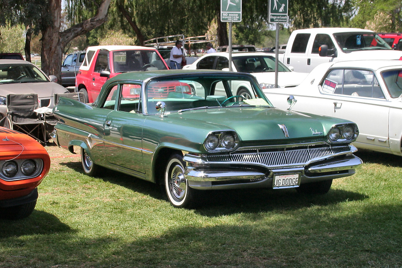 By Rex Gray - 1960 Dodge Dart Pioneer 2d sdn - green - fvr2, CC BY-SA 2.0, https://commons.wikimedia.org/w/index.php?curid=12263822