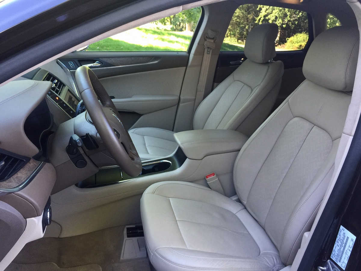 2016-lincoln-mkc-black-label-front-seats
