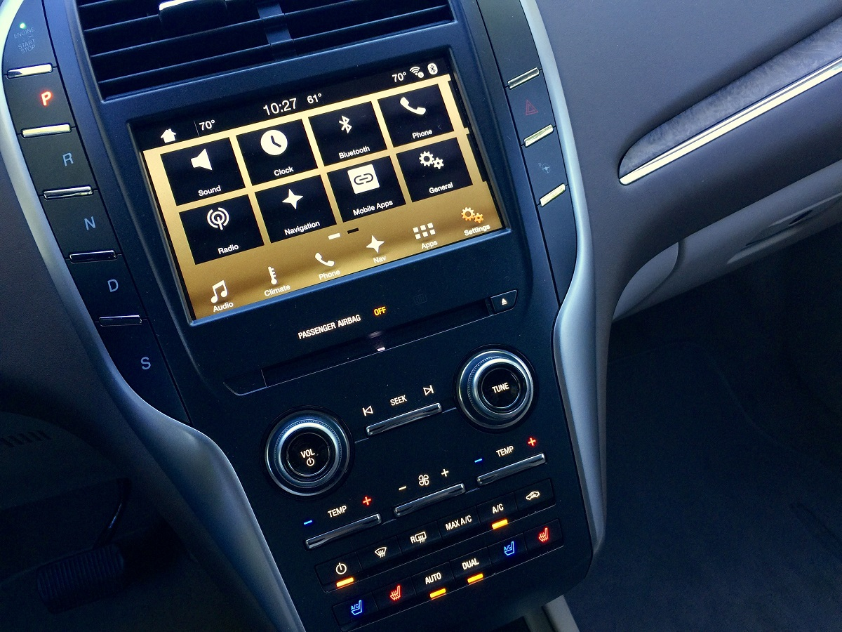 2016-lincoln-mkc-black-label-infotainment